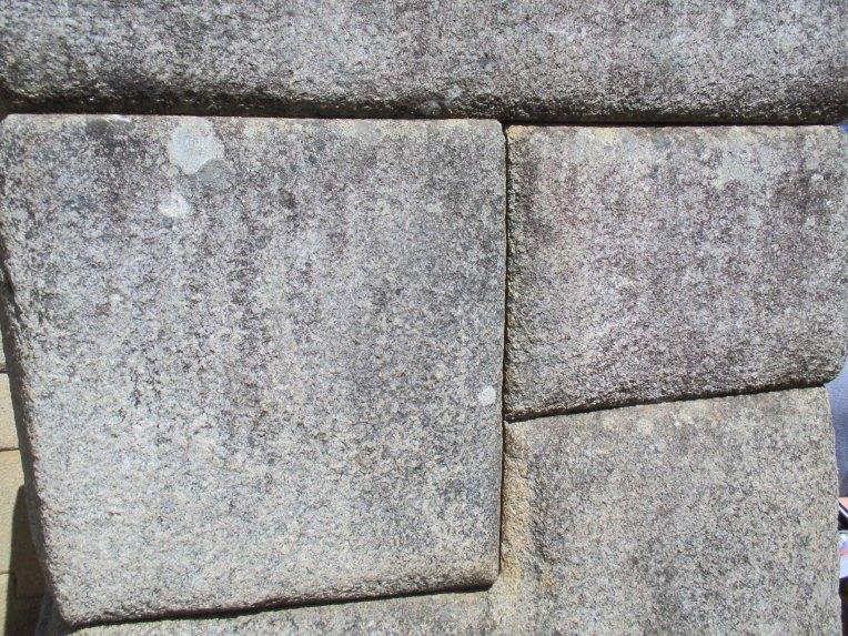 Encaixe perfeito entre pedras imensas (Foto: Matheus Pinheiro de Oliveira e Silva)
