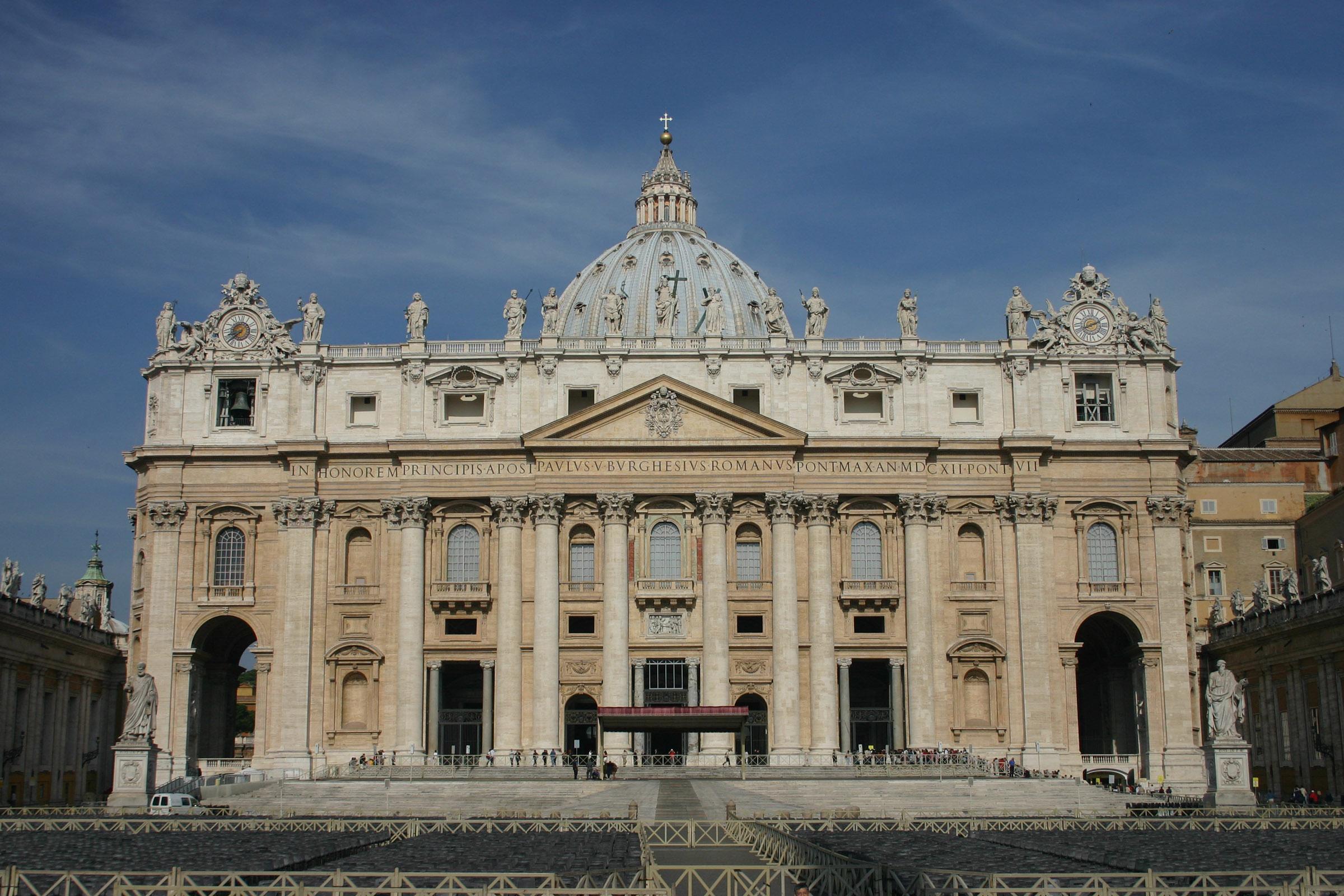 Locais mais sagrados do mundo inroutes for Exterieur basilique saint pierre